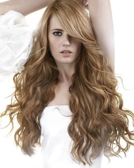 tagli-capelli-mossi-lunghi-e-scalati-con-ciuffo-laterale.jpg
